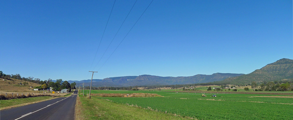 The Main Range and Cunninghams Gap from Mulgowie Road