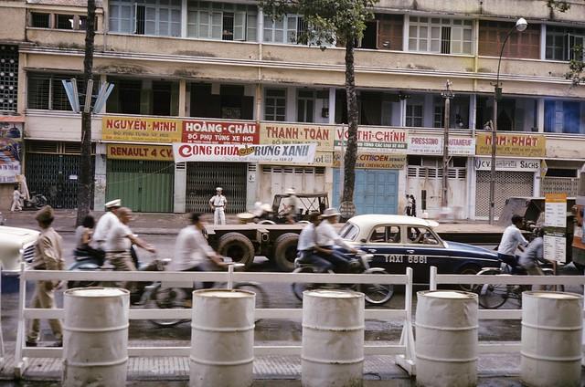 Saigon 1968 - Đường Trần Hưng Đạo - Photo by m20wc51