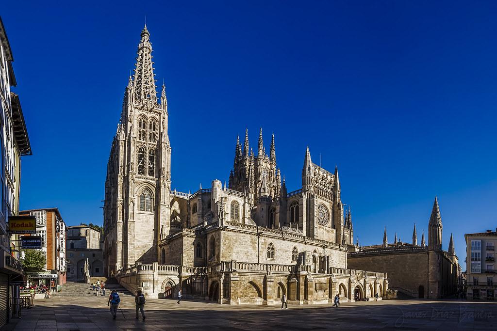 Geometría en la catedral de Burgos: cúpulas.  Matemolivares