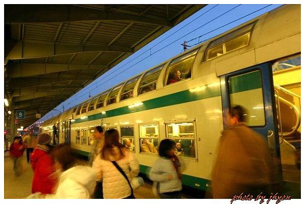 1108880036_很特別的雙層火車