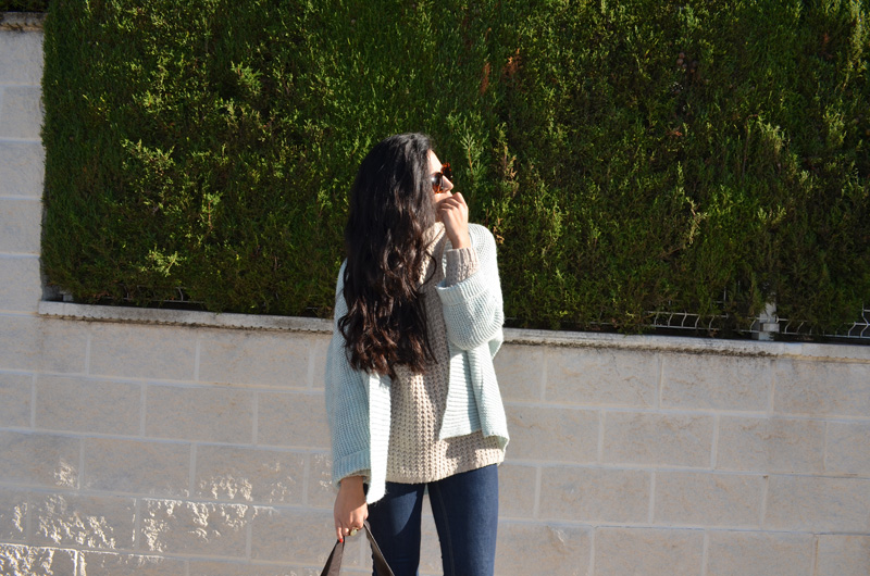 mint y beig outfit