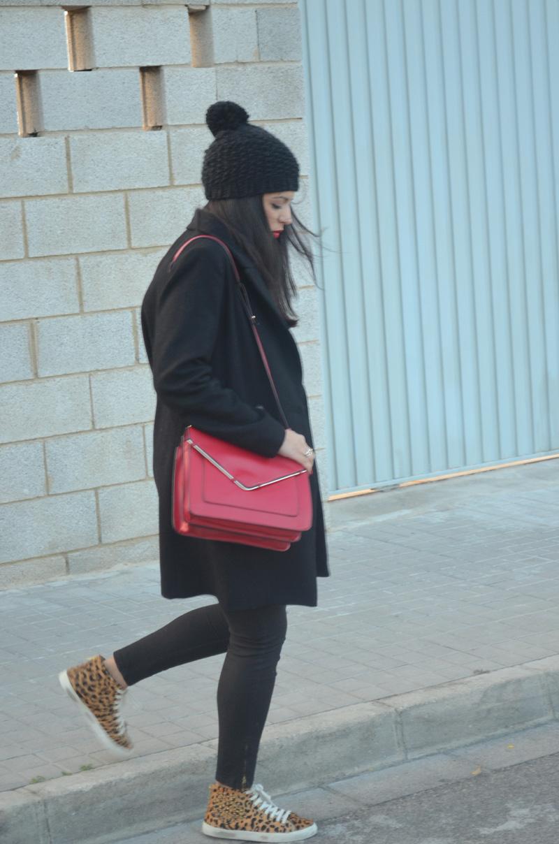 florencia blog total black look red boz bag print sneakers (9)