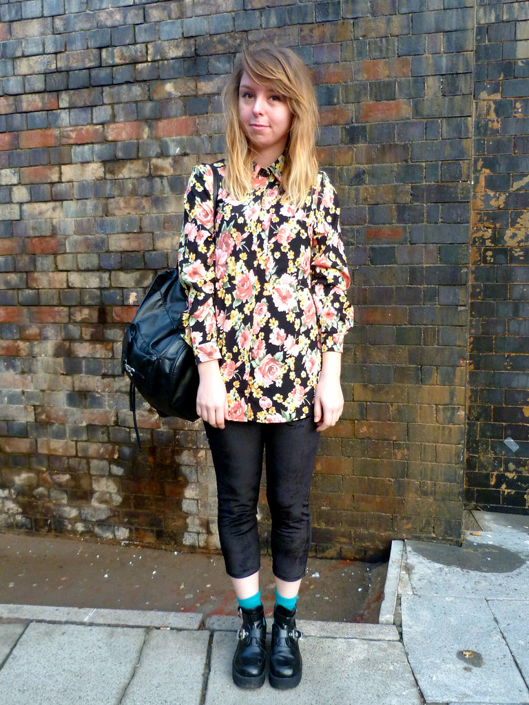 Full length outfit post | Velvet cropped leggings | #fbloggers | winter floral shirt