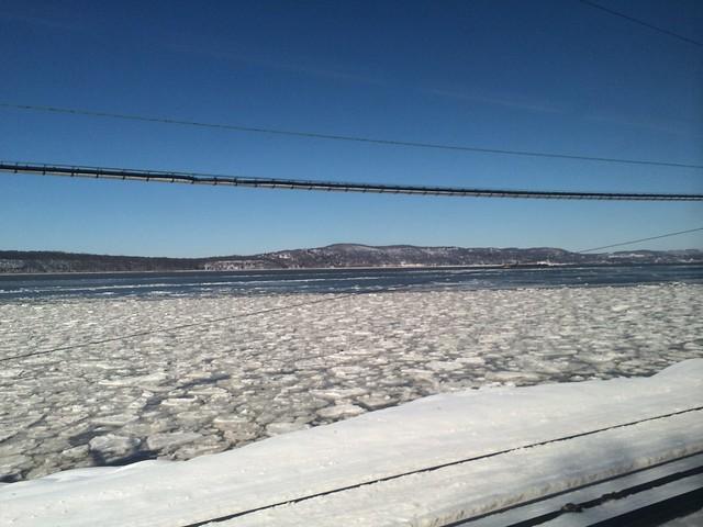 月, 2014-02-17 11:16 - Floating ice on the Hudson River
