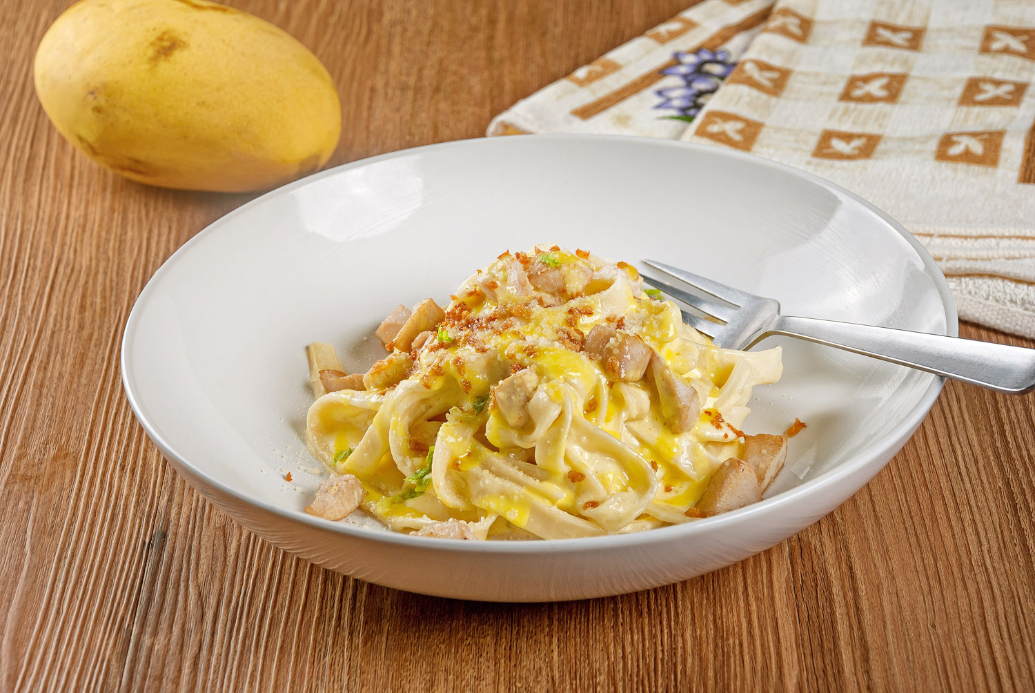 Fettuccine in Mango Alfredo with Chicken and Garlic