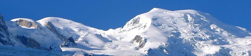 Montblanc, 4810 m, aus dem Tal von Chamonix. Foto: Günther Härter.