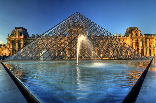 96.Pirámide del Louvre II