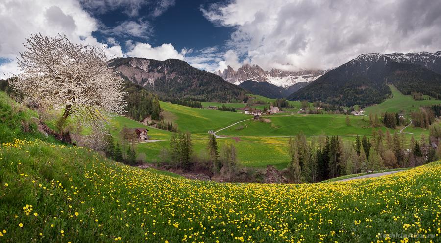 Весна в Доломитовых Альпах