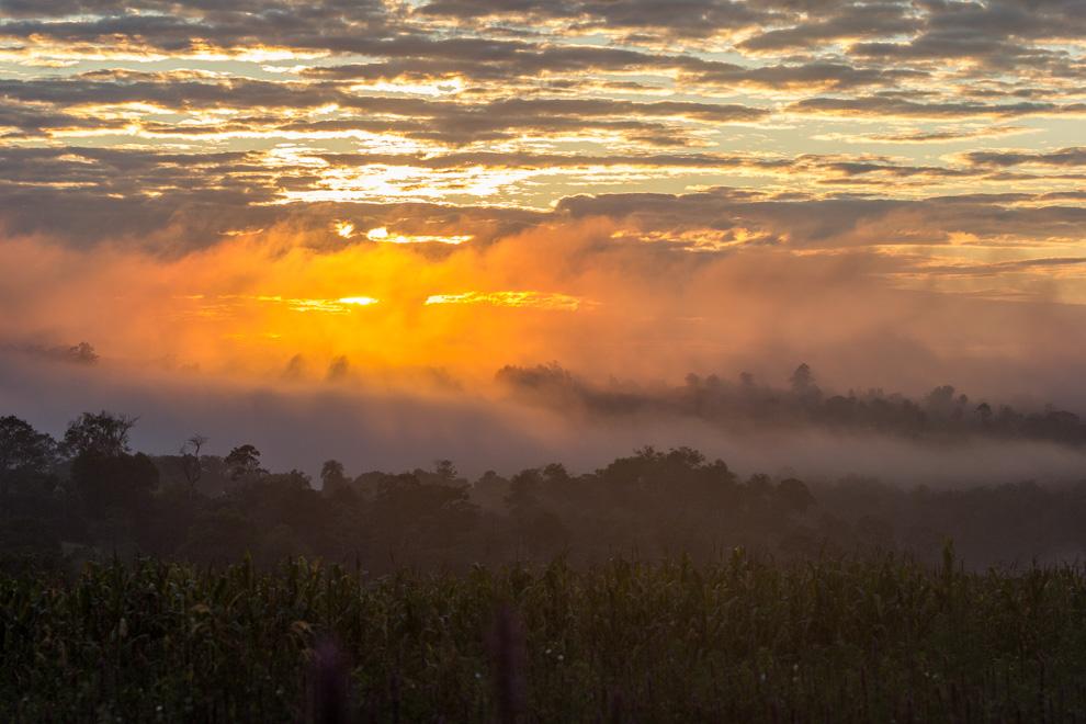 Otro increíble amanecer en medio de la bruma nos recibe en el pequeño pueblo, ubicado a 60km de Ciudad del Este. (Tetsu Espósito)