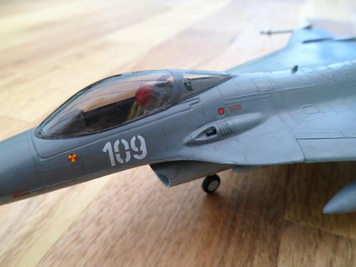 Les faucons de Mostar [General Dynamics F-16 XL Monogram] 9416554105_05b9aea9de
