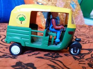 Tuk tuk indio de juguete (rickshaw)