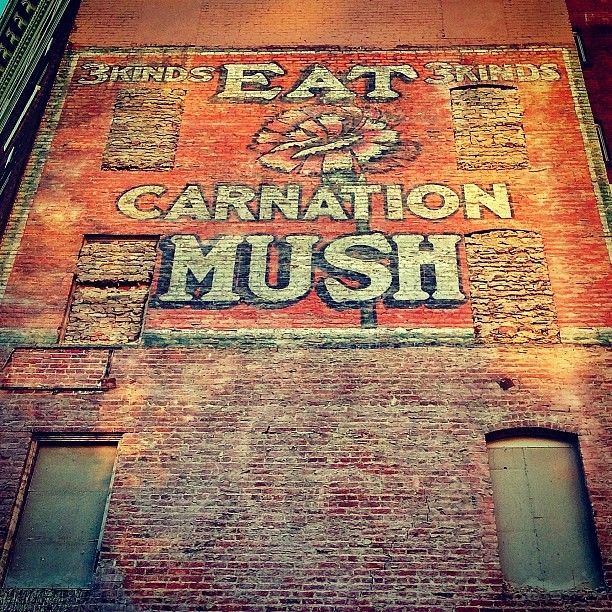 """Eat Carnation Mush -- 3 kinds, 3 kinds""(!) ghost sign in San Francisco"