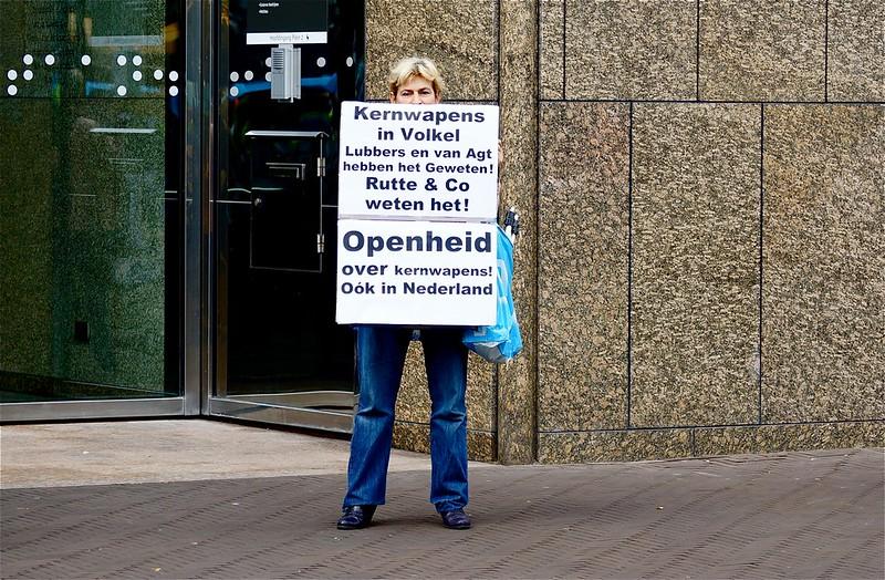 Elise protesteert  tegen kernwapens in Volkel