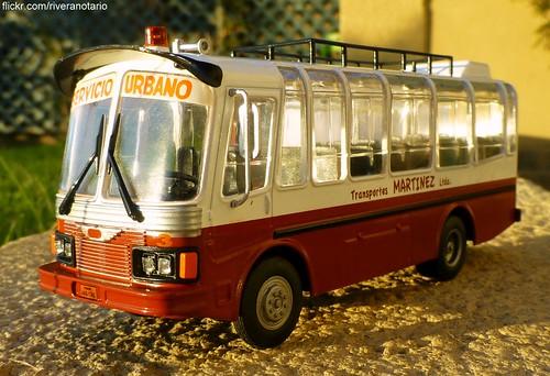 """""""Autobuses del Mundo"""" No. 3 Hino de Ecuador"""