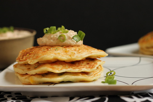 Savory corn cakes with roasted crema