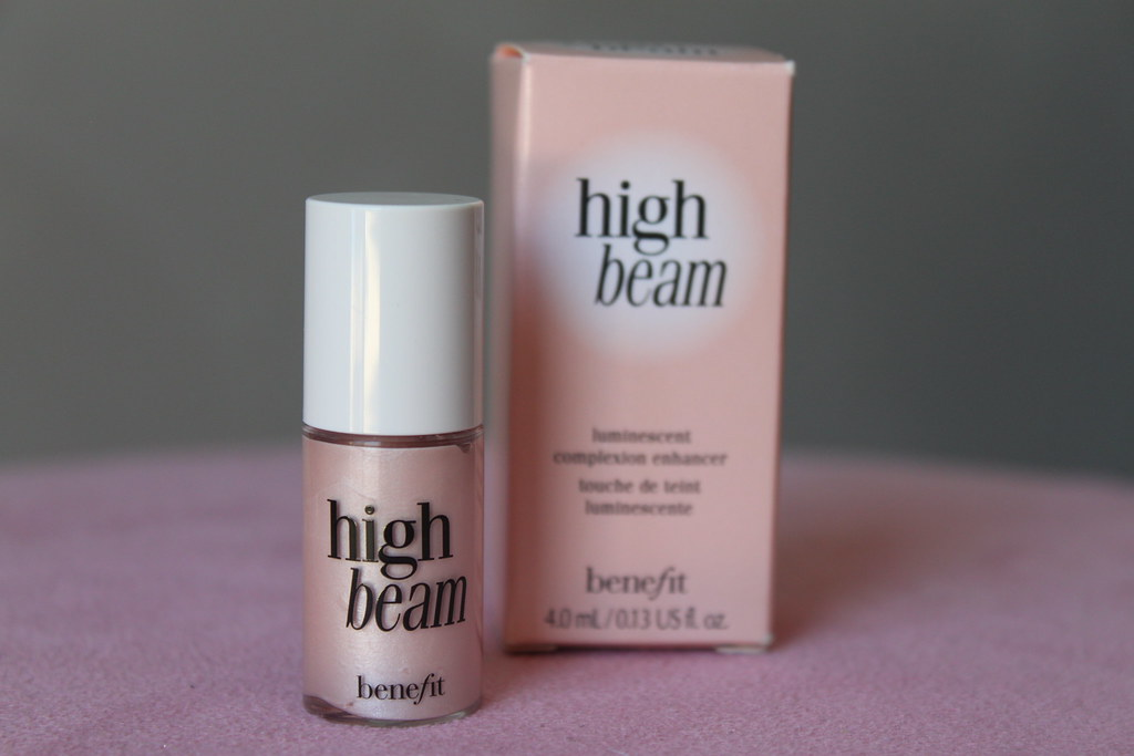 Australian Beauty Review Ausbeautyreview blog blogger benefit high beam cream highlighter shimmery pink champagne vibrant luminous aussie product illuminator swatch (2)