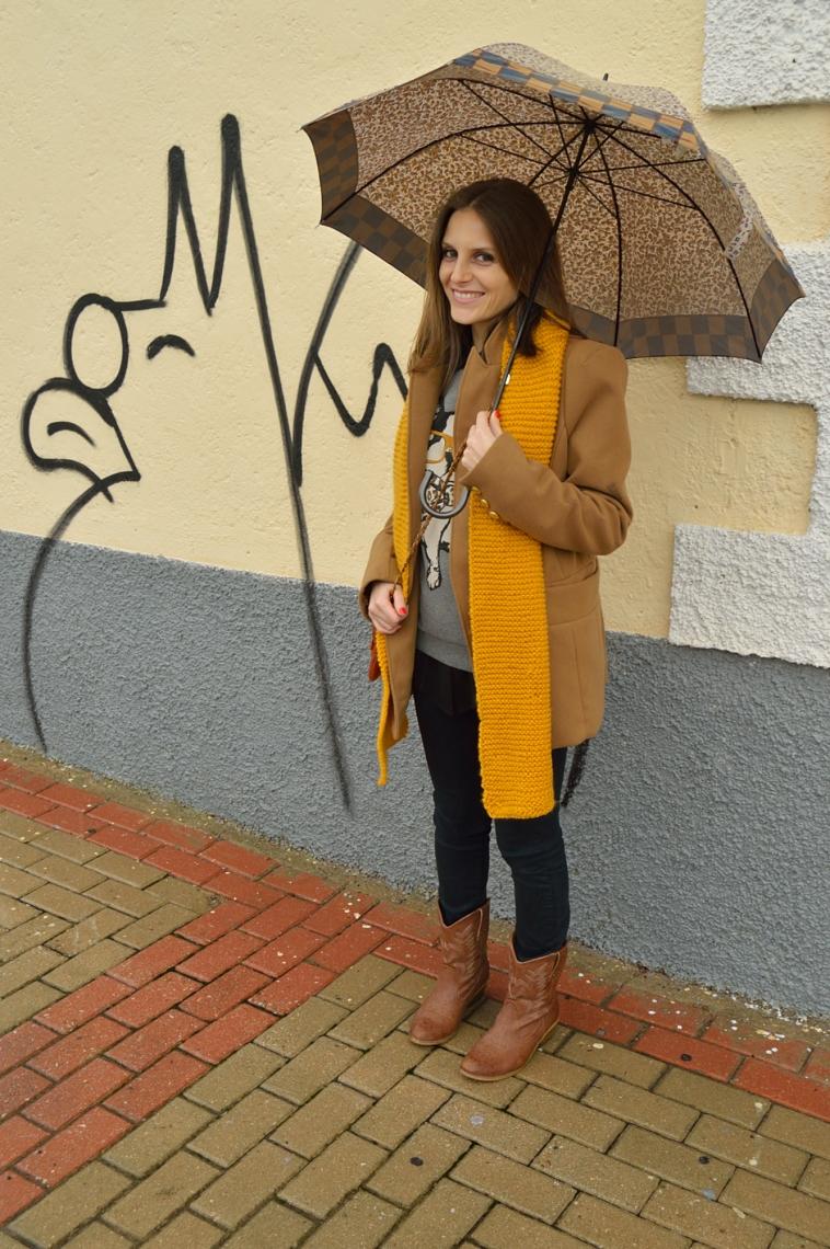 lara-vazquez-madlula-mustard-scarf-trends-winter-total-look