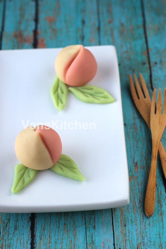 Bánh đào tiên (Bean paste peaches)