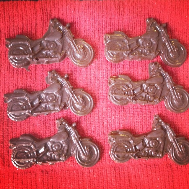 Remember how I was looking for (& couldn't find) motorcycle cupcake toppers? My solution: make my own! With good dark chocolate. #yearofmaking 44/365 #vegan
