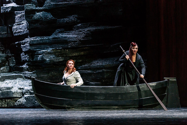 Emily Magee as the Empress and Michaela Schuster in Die Frau ohne Schatten © ROH / Clive Barda 2014