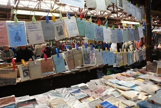 Livres aux marché aux puces de Cracovie