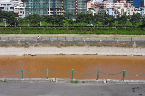 2012年,後勁溪益群橋下 。照片提供:謝雯凱。