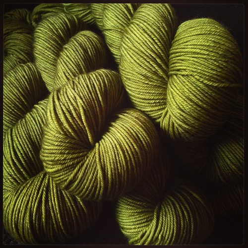 Good mail day!! That's @hazelknits DK in colorway Sedge <3  Can't wait to start knitting with it!