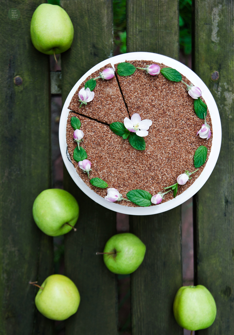Vegan apple pie (no-bake)