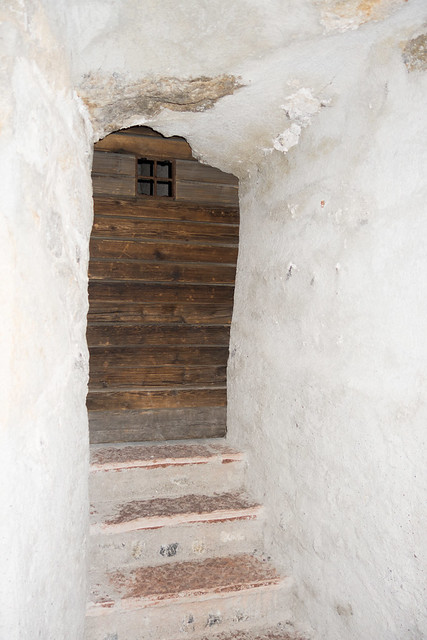 Photo:Castle door shaped to fit rock face By quinet