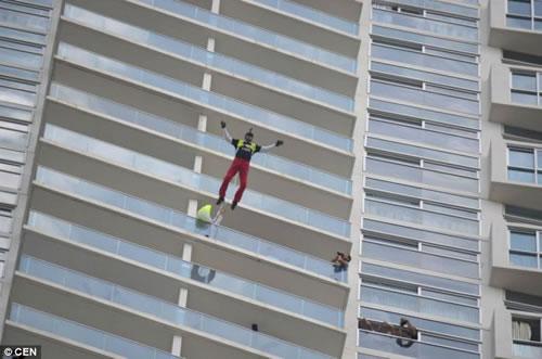 SOS降落伞 高层建筑上班族们的逃生工具-玩意儿