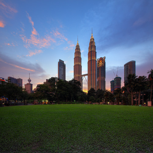 sunset architecture cityscape malaysia kualalumpur hdr klcc petronastwintowers canonefs1022mm vertorama vedd canoneos60d