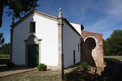 Igreja e vestígios do mosteiro de São Salvador em Castro de Avelãs, Bragança