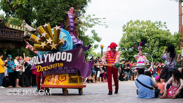 Universal Studios Singapore - Hollywood Dreams Parade - Rolling Marquee & Stars in Car
