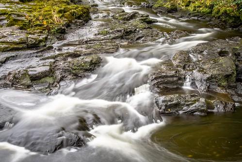 fall water leaves river flow moss rocks long exposure sweden swedish viskan peddanfoto