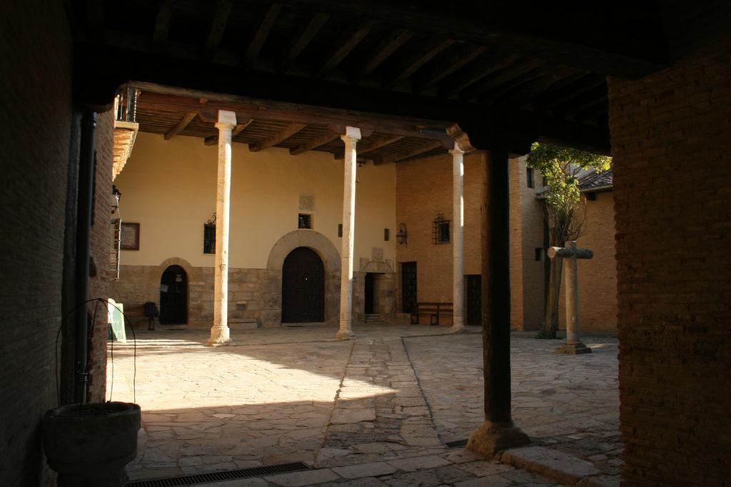 10. Monasterio y albergue de peregrinos. Carrión de los Condes. Autor, Guu