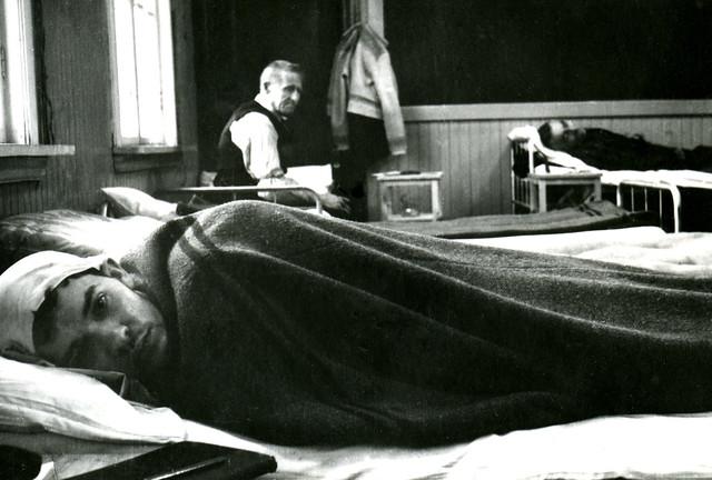 Tvangsevakuerte fra Finnmark ved Byåsen skole (1944)
