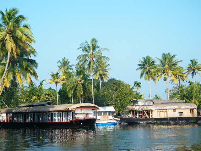 houseboats halt in alleppey backwaters