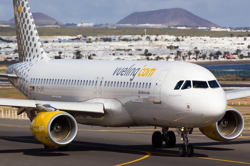 Vueling - A320 - EC-LYX (1)