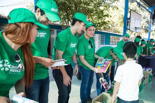 Donación de libros_Mes Mundial de Servicio Comunitario