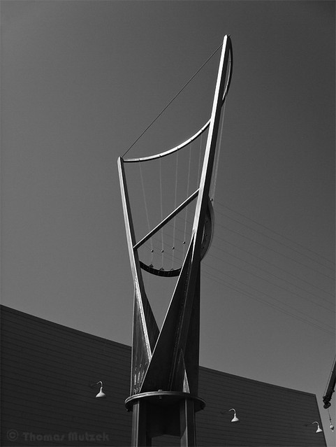 Aeolian Harp by Doug Hollis at the Exploratorium