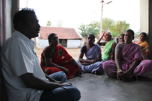 Gnansekaran from NGO Annai Trust addressing a village gathering in Velappudayanpatti