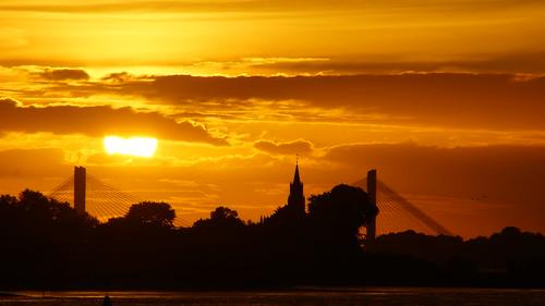 sun holland water sunrise river day sony nederland clear brug zon kerk ochtend zaltbommel waal rivier zonsopkomst haaften nieuwaal