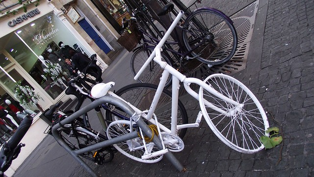 the white bike of old Edinburgh 01