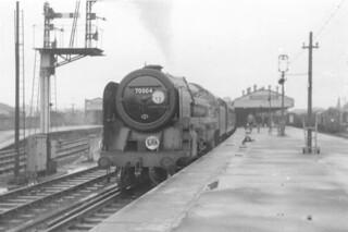BR 7P6F Britannia Class 4-6-2 70004 'William Shakespeare' race course special, Salisbury 08.1966 (2)
