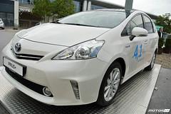 automobile(1.0), automotive exterior(1.0), toyota(1.0), vehicle(1.0), subcompact car(1.0), bumper(1.0), toyota prius(1.0), land vehicle(1.0),