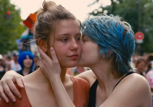 The actresses of Blue is the Warmest Color share a kiss