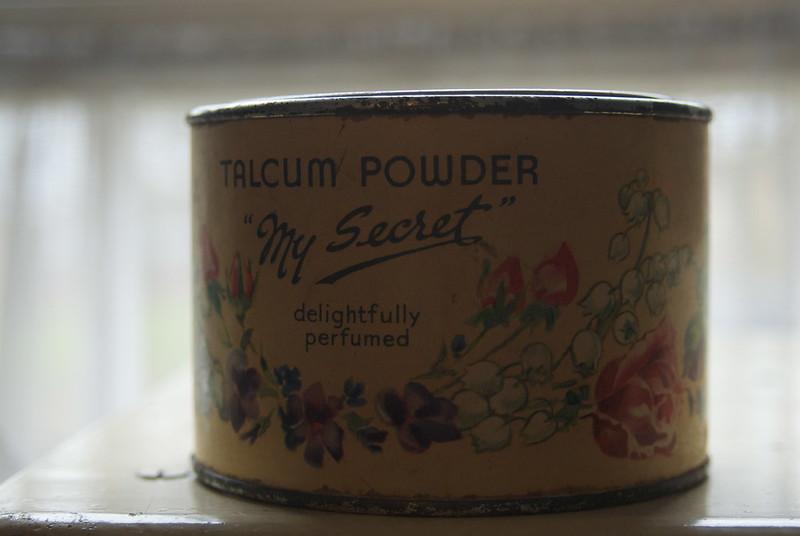 vintage-talcum-powder