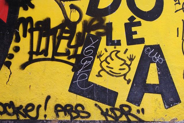 """Street art : """"La crotte heureuse"""""""