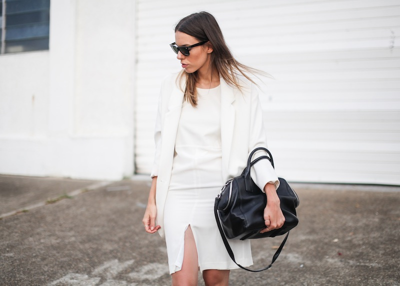 modern legacy fashion blog australia LIUK ivory split midi dress street style Zara blazer Alexander Wang Chastity chain tote bag Ray Ban oversized wayfarers all white summer style (9 of 14)