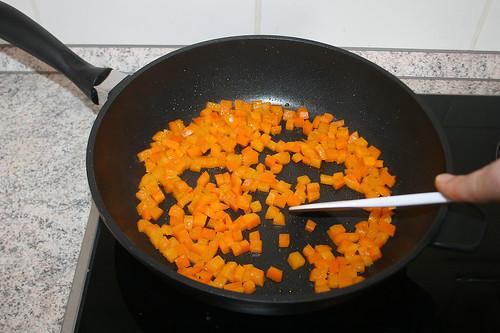 46 - Paprikawürfel anbraten / Braise bell pepper